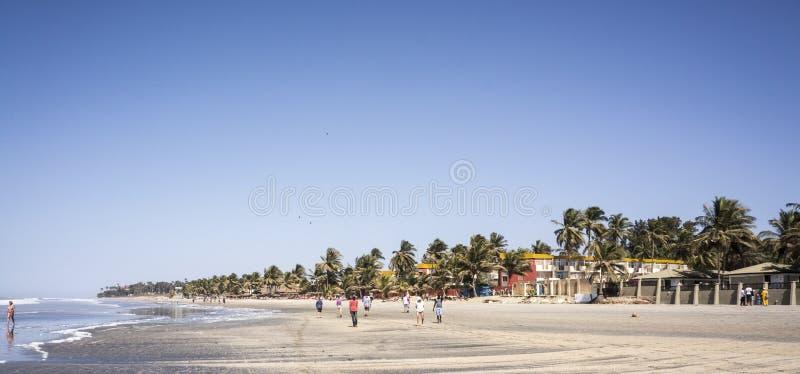 Plage tropicale en Gambie, Afrique de l'ouest photographie stock