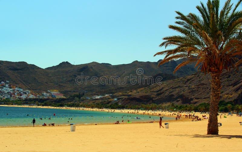 Plage tropicale Playa de Las Teresitas, île de Ténérife photos libres de droits