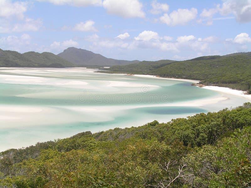 Plages sablonneuses blanches sur une île tropicale photo stock