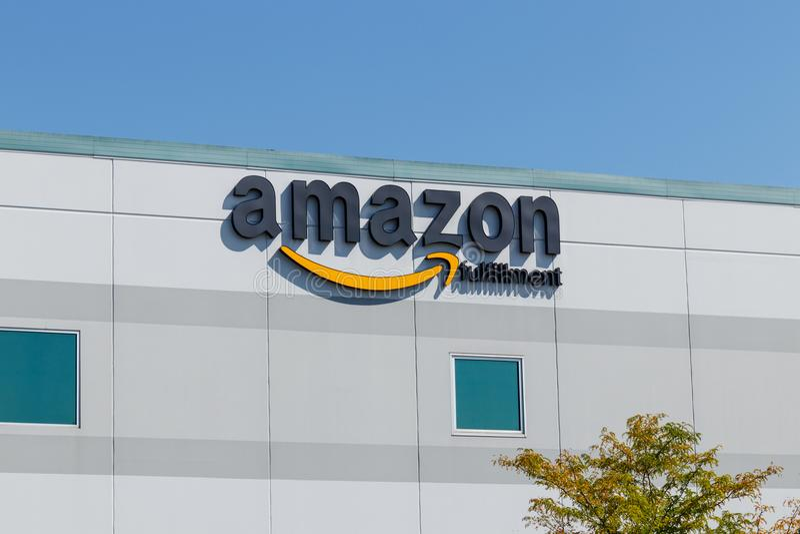 Plainfield - circa agosto de 2018: Amazon centro del cumplimiento de COM El Amazonas es el minorista Internet-basado más grande d imagen de archivo