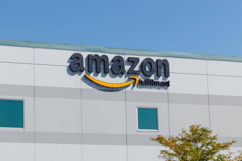 Plainfield - Circa Augusti 2018: Amason com-uppfyllelsemitt Amasonen är den största Internet-baserade återförsäljaren i USA X fotografering för bildbyråer