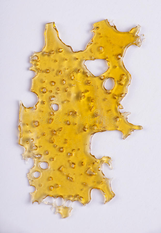 Plak van het concentraat & x28 van de cannabisolie; aka shatter& x29; geïsoleerd stock foto's
