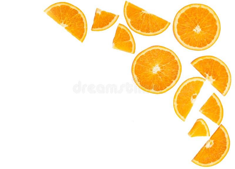 Plak van het Topview de oranje die fruit op witte achtergrond, fruit wordt geïsoleerd hij stock foto's