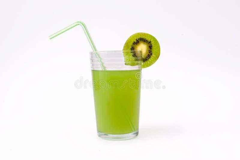 Plak van kiwi en glas kiwisap met stro royalty-vrije stock foto