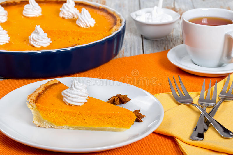 Plak van Pompoen scherp - traditioneel dessert voor Dankzegging of royalty-vrije stock fotografie