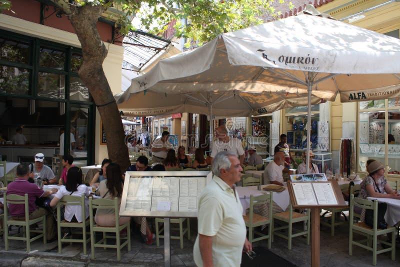 Plaka is de oudste sectie van Athene Gebied van restaurants, de toeristenwinkels van de Juwelenopslag, en koffie royalty-vrije stock foto