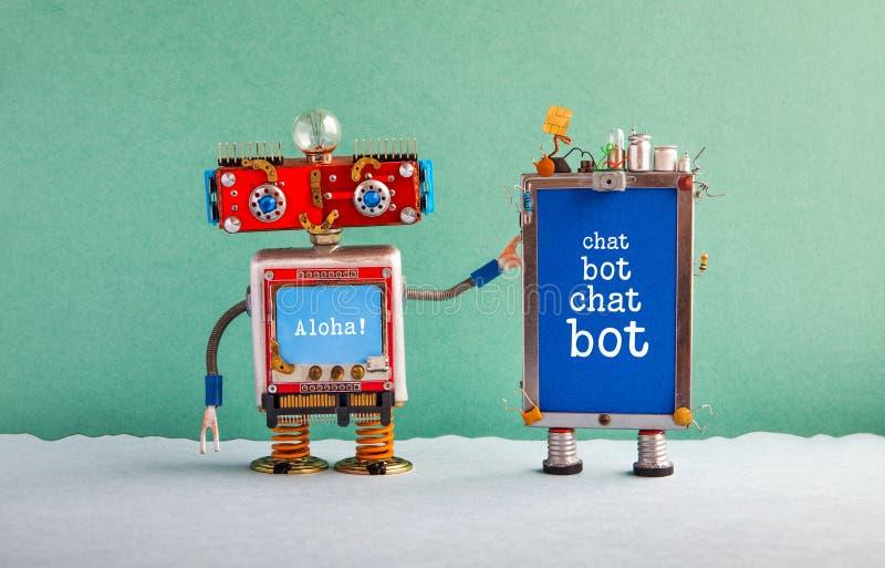 Plakat künstlicher Intelligenz Chatbot Roter Roboterassistent des kreativen Entwurfs und Mobiltelefongerät mit Mitteilung Schwätz lizenzfreies stockfoto