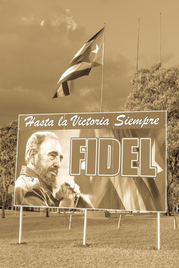 Plakat z wizerunkiem Fidel Castro i kubańczyk zaznaczamy w Santa Clara, obraz stock