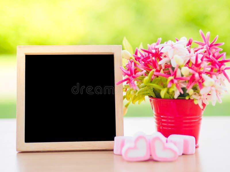 Plakata egzamin próbny w górę szablonu z kwiatu bukietem obrazy stock