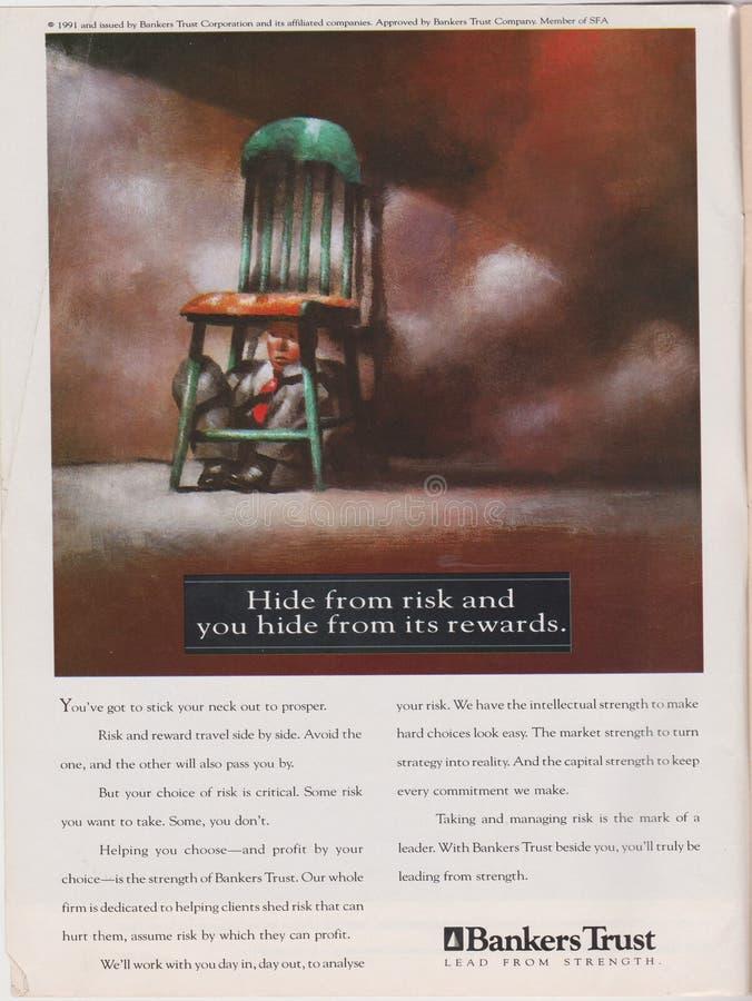 Plakatwerbung Banker-Vertrauen in der Zeitschrift ab 1992, Fell vom Risiko und Sie verstecken sich von seinem Belohnungsslogan stockfotos