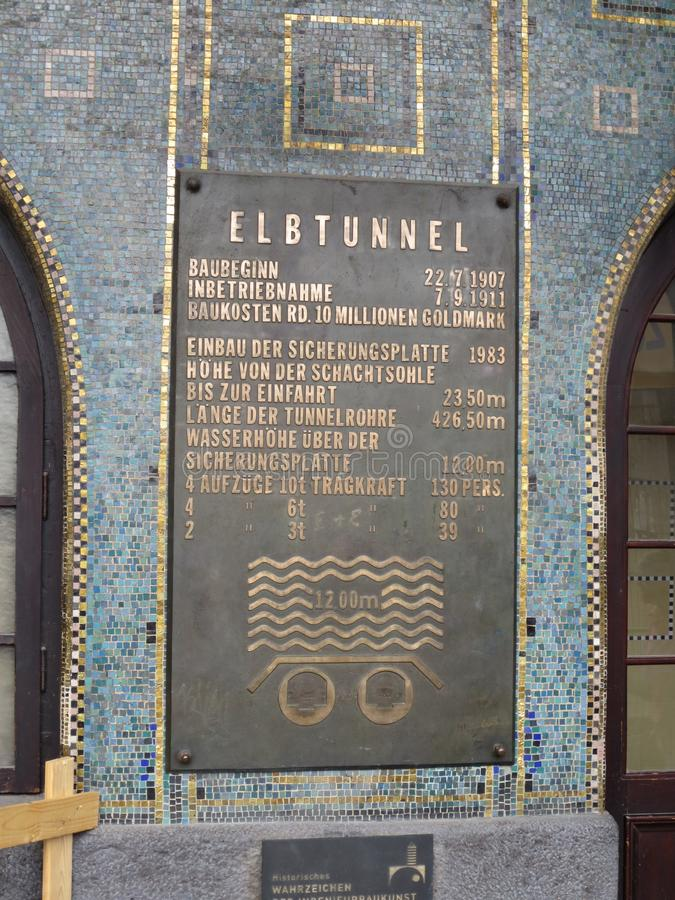 Plakieta z informacją o Elbe tunelowy Hamburski Niemcy obrazy stock
