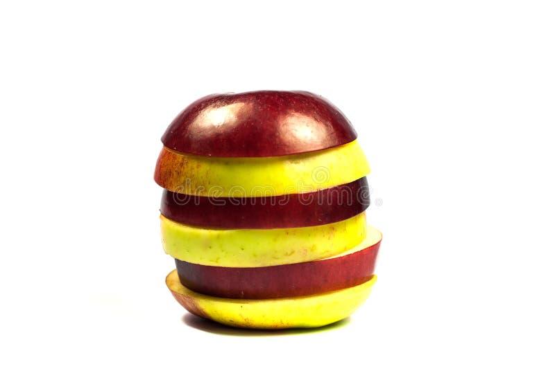 Plakken van rode en gele appelen op witte achtergrond royalty-vrije stock foto