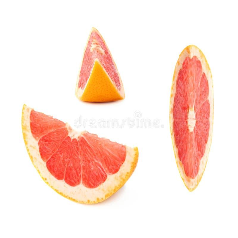 Plaksectie van grapefruit over de witte achtergrond wordt geïsoleerd die stock fotografie