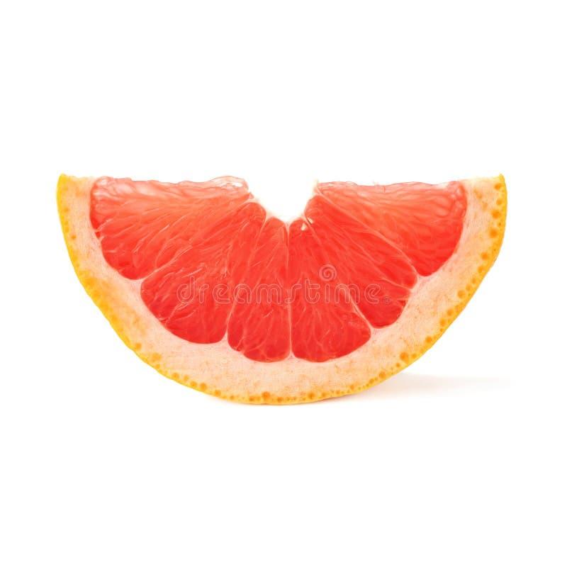Plaksectie van grapefruit over de witte achtergrond wordt geïsoleerd die stock foto
