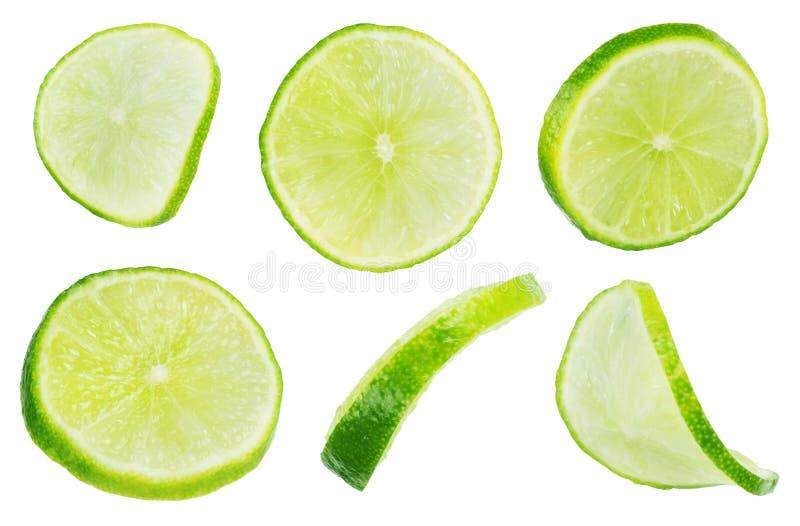 Plaksectie van groene die kalk over de witte achtergrond wordt geïsoleerd, stock foto