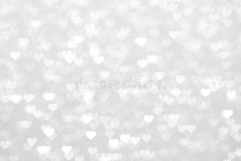 Plamy serca srebra białego tła piękny romantyczny, błyskotliwości bokeh świateł pastelowego cienia srebra kierowy miękki biel, ki fotografia royalty free