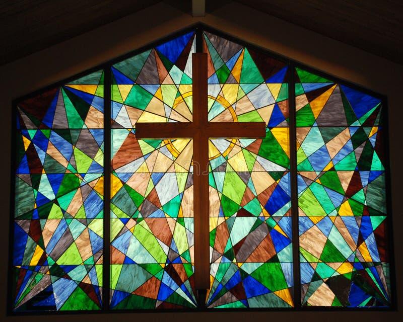 Plamy Szklany okno z krzyżem obraz stock