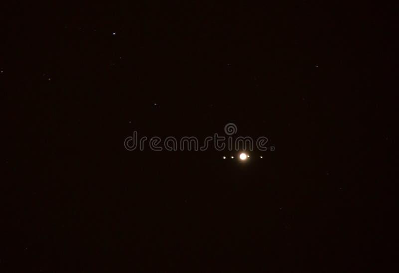 Planète Jupiter et quatre lunes photos stock