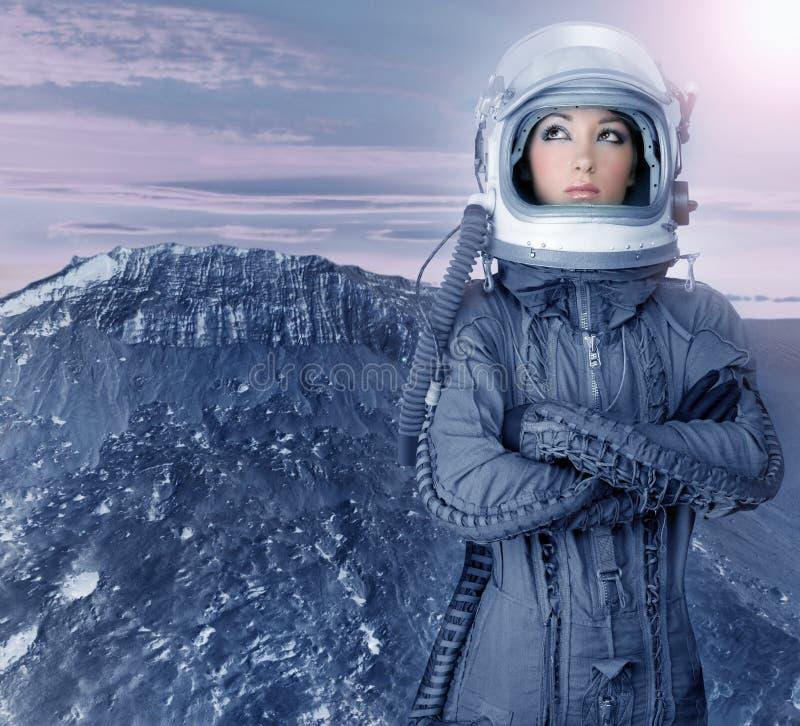 Planètes futuristes de l'espace de lune de femme d'astronaute photo libre de droits