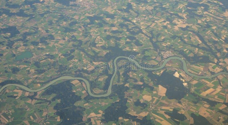 Planícies e campos de Europa Oriental das janelas do avião foto de stock royalty free