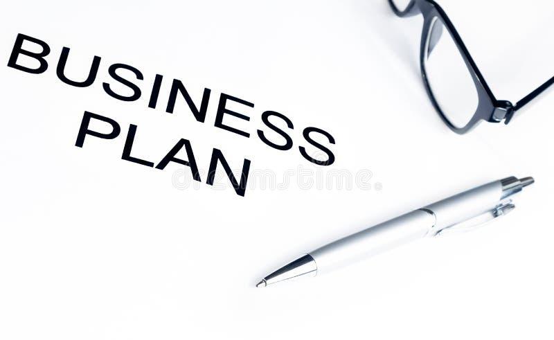 Plan biznesowy formułuje blisko szkieł i pióra, biznesowy pojęcie obraz stock