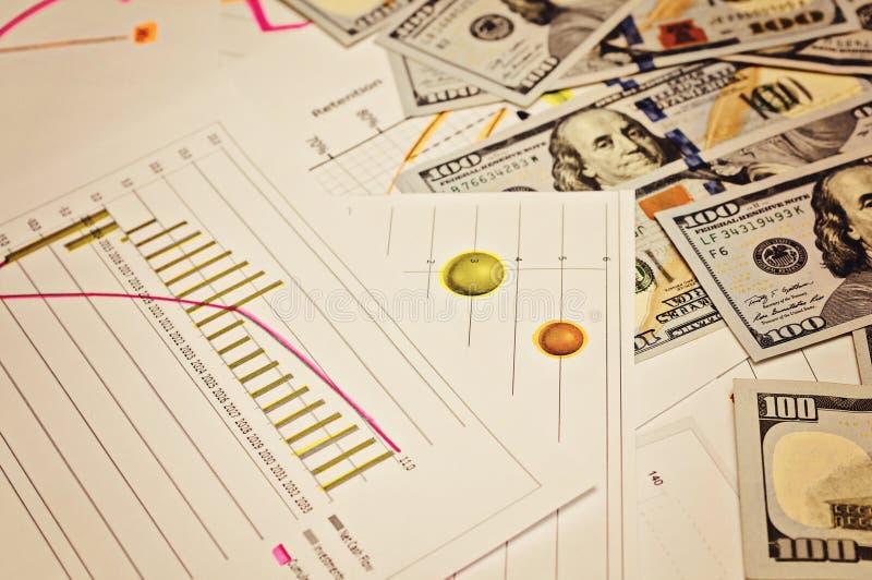 Plan empresarial, saliendo de la crisis Carta, imagen del nivel de ingresos Concepto del beneficio de negocio imagen de archivo libre de regalías