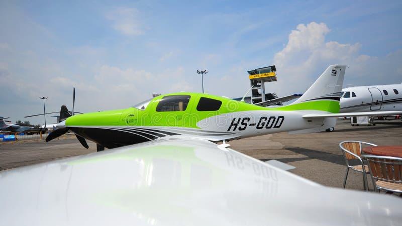 Plan för Cessna T240 Corvalis enkelt turboladdarepropeller på skärm på Singapore Airshow royaltyfria foton