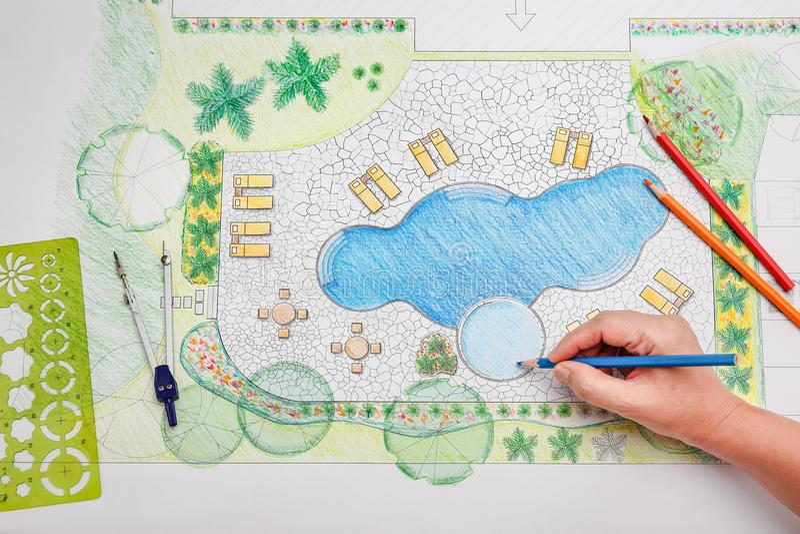 Plan för pöl för landskapsarkitektdesignträdgård arkivfoto