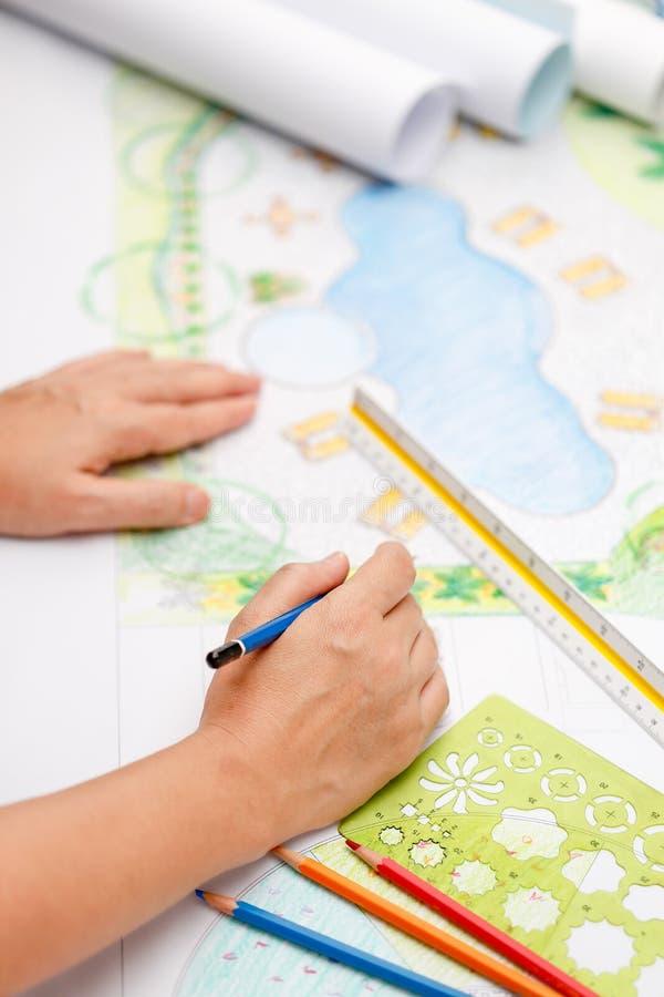 Plan för pöl för landskapsarkitektdesignträdgård arkivbilder