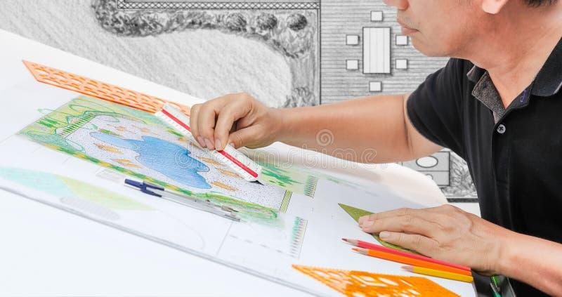Plan för pöl för landskapsarkitektdesignträdgård arkivfoton