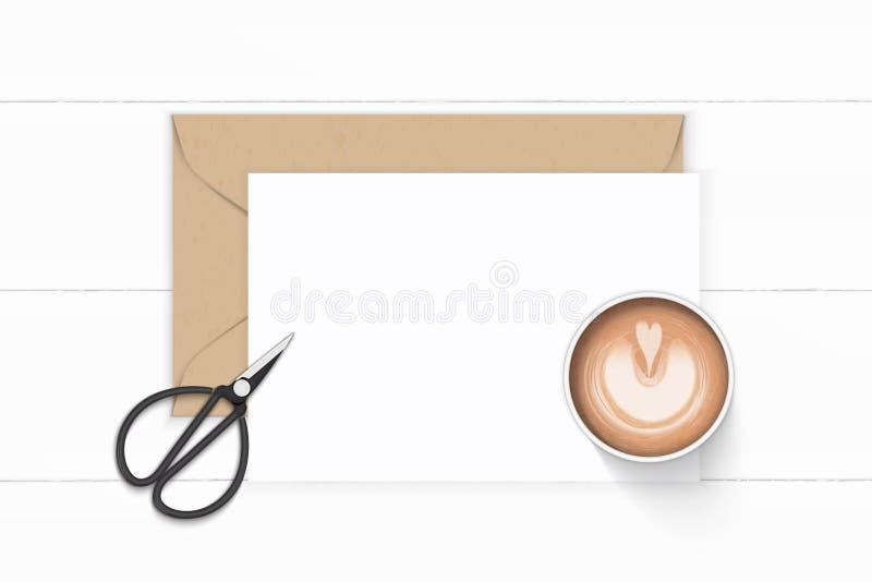 Plan lekmanna- för sammansättningsbrevpapper för bästa sikt elegant vit för kraft sax för kaffe kuvert och tappningmetallpå träba stock illustrationer