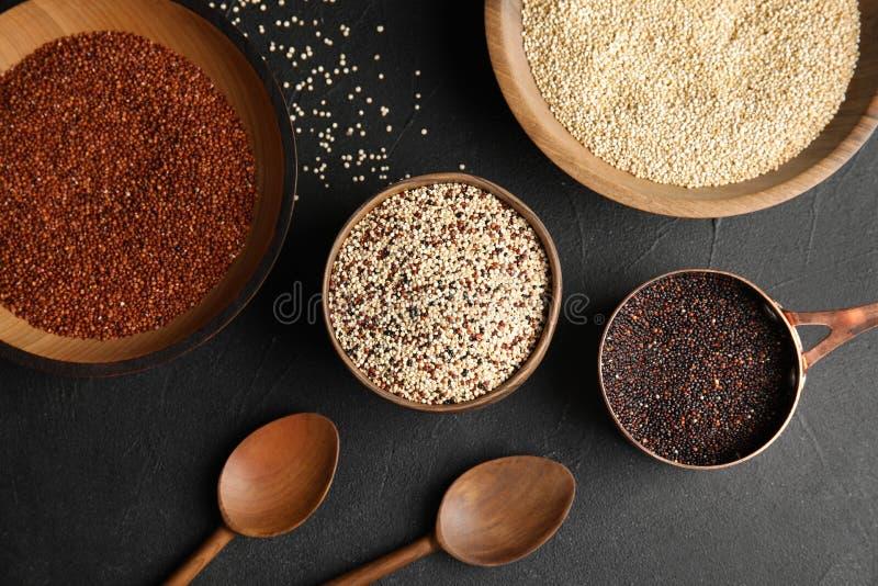 Plan lekmanna- sammansättning med olika typer av quinoaen royaltyfria bilder