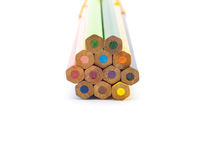 Plan rapproché à l'hexagone formé des crayons de couleur, d'isolement photo stock