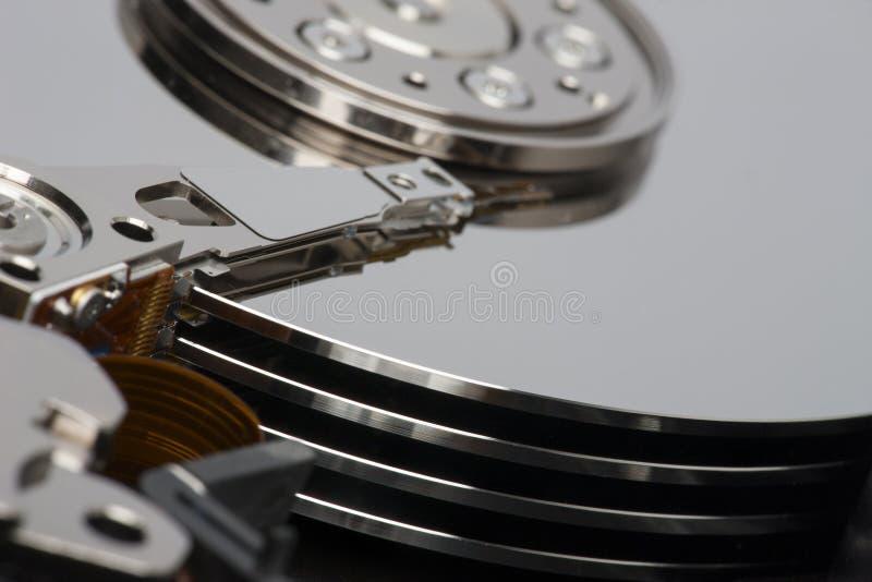 Plan rapproché à l'intérieur d'unité de disque dur photo stock