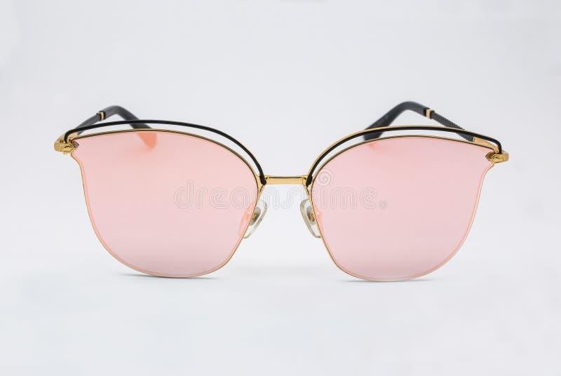 Plan rapproché à la mode à la mode Rose Pink Lens Sunglasses, d'isolement photos libres de droits