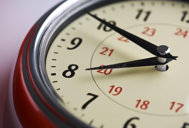Plan rapproché analogique d'horloge image stock