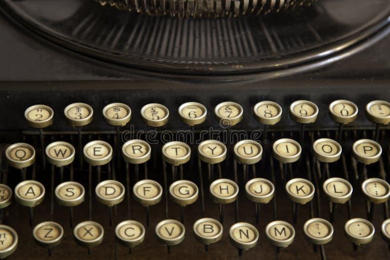 Plan rapproché antique de machine à écrire des clés photographie stock libre de droits