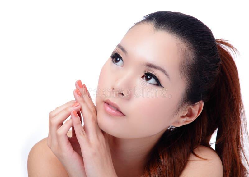Plan rapproché asiatique de visage de femme de soin de peau de beauté (station thermale) photographie stock