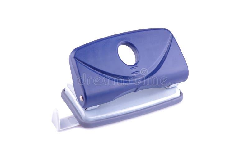 Plan rapproché bleu de perforatrice papeterie Sur le fond blanc d'isolement images stock