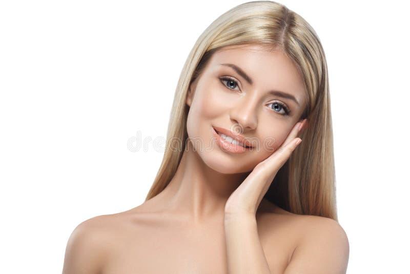 Plan rapproché blond de portrait de beauté de femme d'isolement sur le blanc photographie stock libre de droits