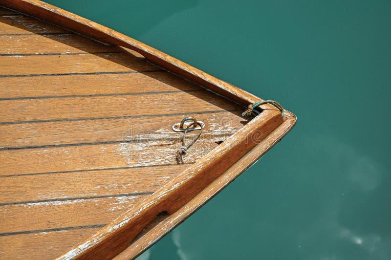 Plan rapproché d'arc de bateau fait de bois chez Murano photos libres de droits