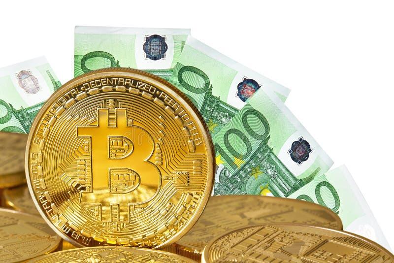 Plan rapproché d'or de Bitcoins image libre de droits