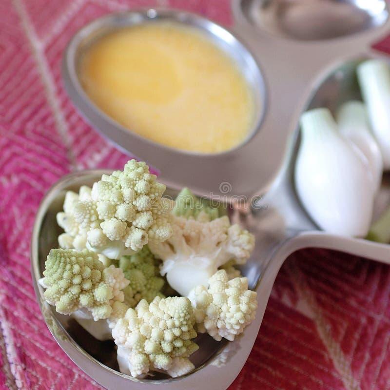 Plan rapproché d'ingrédients d'omelette photographie stock