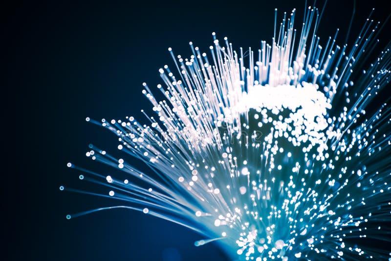 Plan rapproché d'optique des fibres, ordinateur moderne image stock