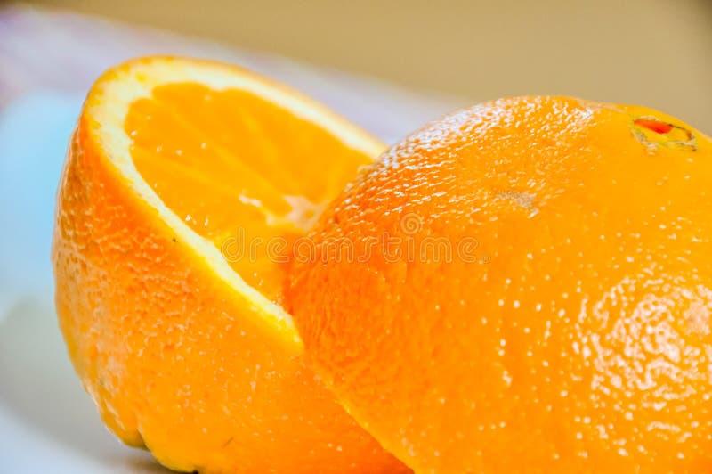 Download Plan Rapproché D'orange Découpé En Tranches Dans La Moitié Image stock - Image du fruit, pulpe: 77156937