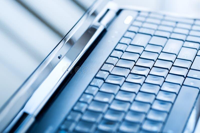 Plan rapproché d'un clavier d'ordinateur portable image libre de droits