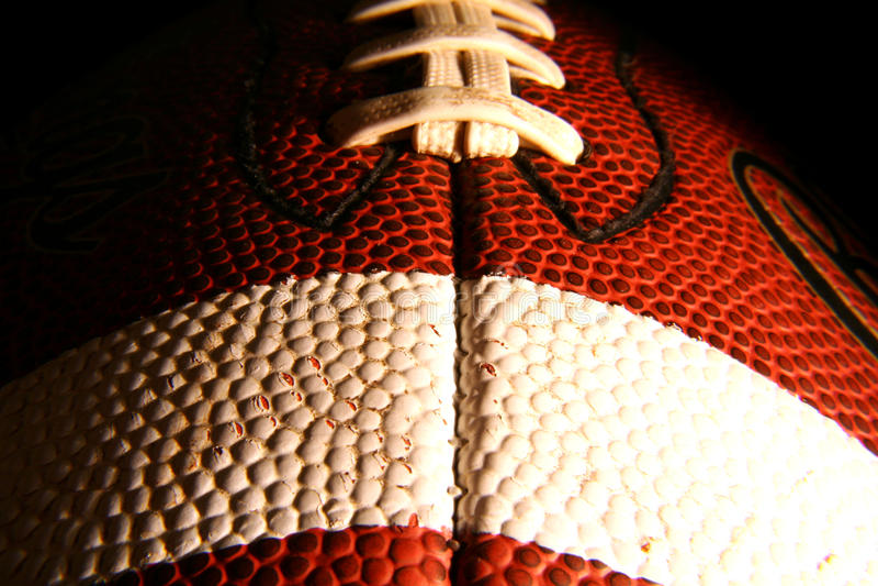 Plan rapproché d'un football américain photos libres de droits
