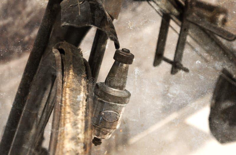 Plan rapproché d'un générateur de bicyclette de vintage image stock
