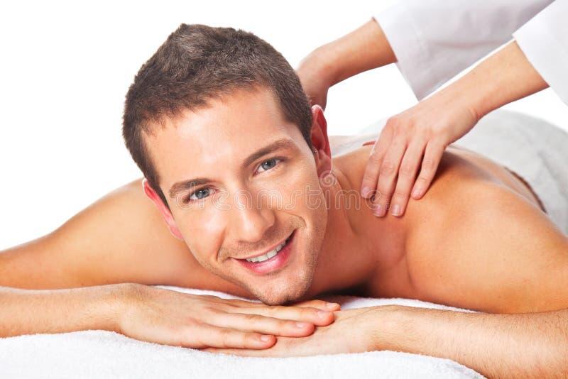 Plan rapproché d'un homme ayant un massage arrière images stock