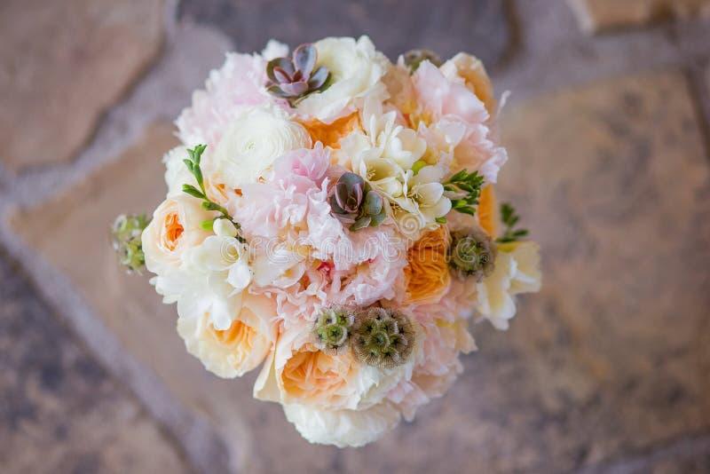 Plan rapproché d'un joli boquet des fleurs photographie stock libre de droits